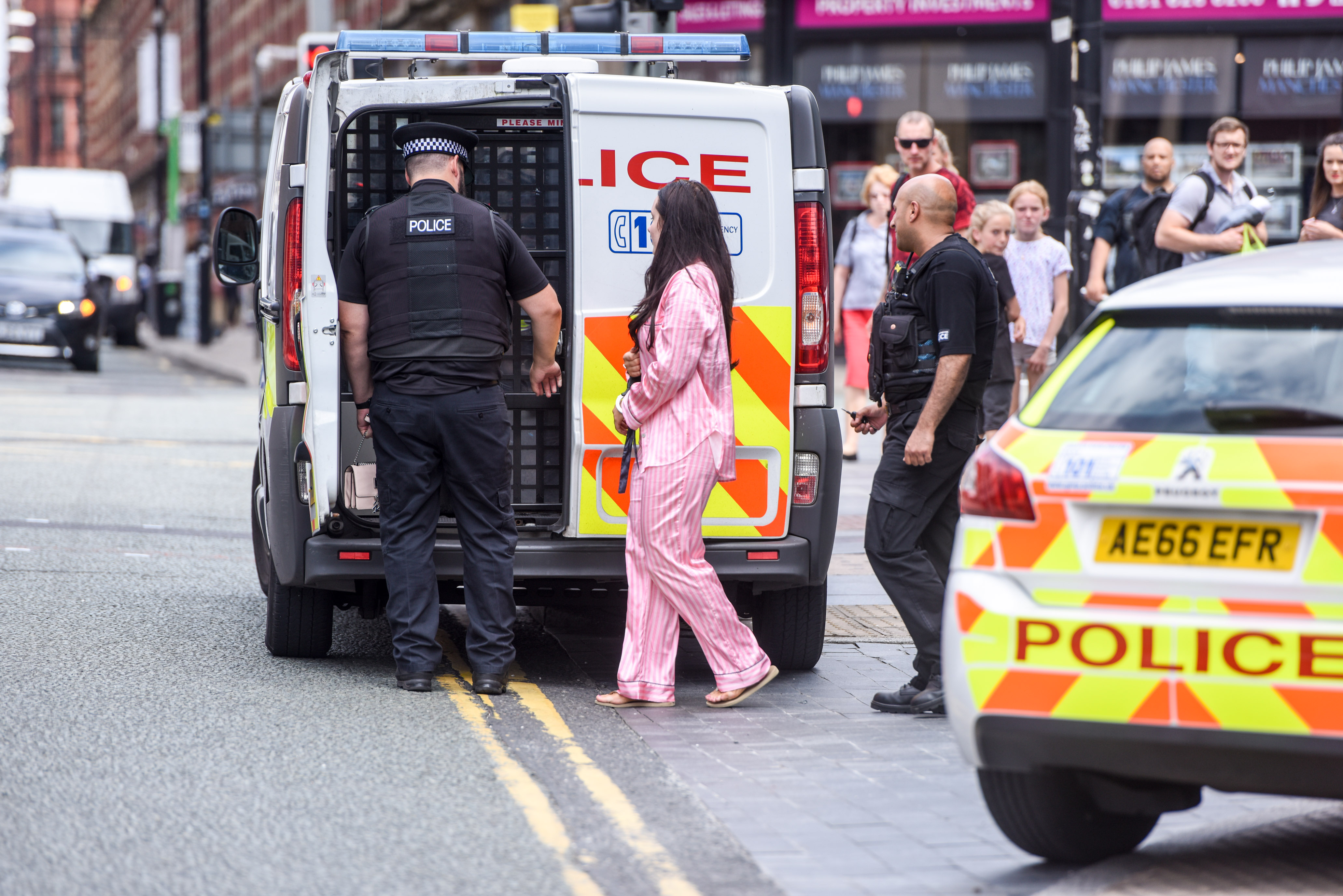 MASSIVE POLICE PRESENCE OUTSIDE MANCHESTER HILTON AFTER SUSPECTED KNIFE ATTACK